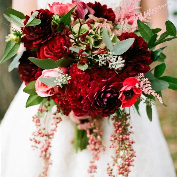 red_winter_wedding_bouquet_ideas